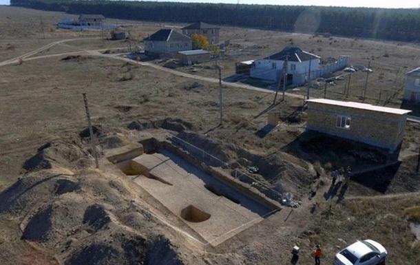 В Крыму обнаружили скифский склеп