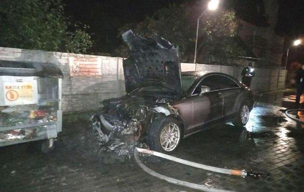 В Ровно подожгли машину кандидата в депутаты облсовета