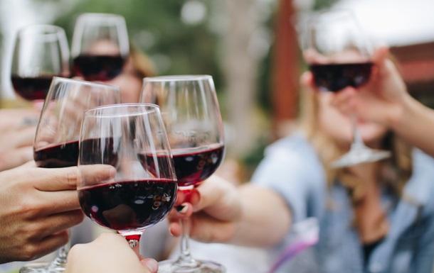 Из-за ошибки, паре, заказавшей вино за 18 долларов, подали вино за 2 тысячи