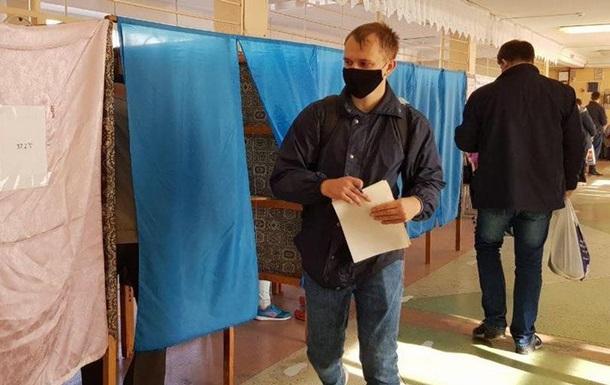 Місцеві вибори в Україні: поразка партії Зеленського та тріумф чинних мерів