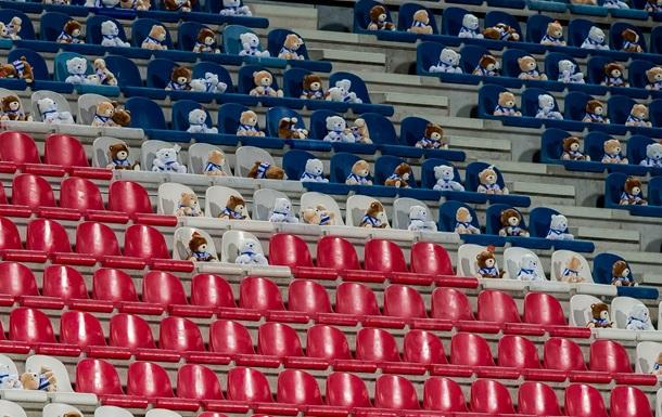 В Нидерландах футбол смотрели плюшевые мишки