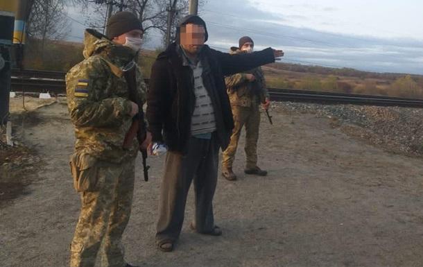 Пьяный украинец в шлепанцах пытался попасть в РФ мимо пункта пропуска