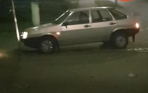 В Киеве водитель трижды врезался в дорожный знак