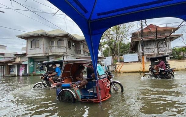 На Филиппинах бушует тайфун Молаве. Фоторепортаж