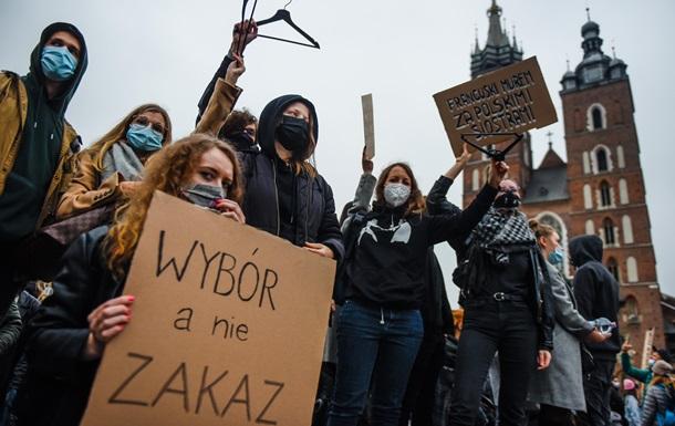 Это война. Польша протестует из-за запрета абортов