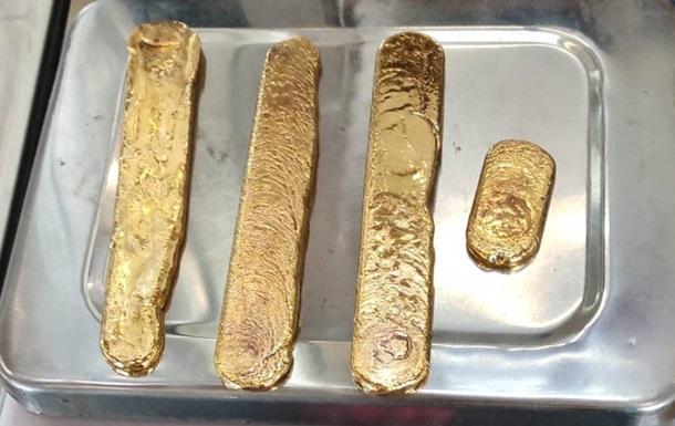Контрабандист пытался провезти килограмм золота в заднем проходе