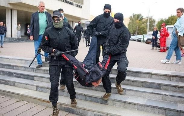 У Білорусі відкрили більше 500 кримінальних справ проти мітингувальників