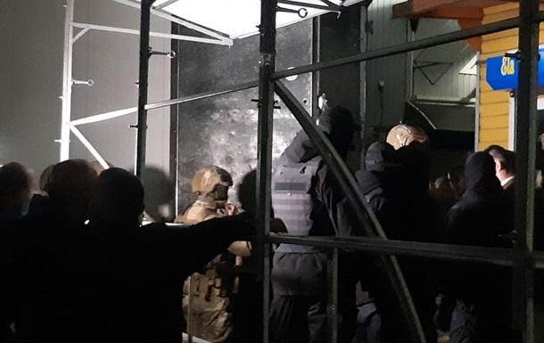 На одесском Седьмом километре продавцы заблокировали спецназ