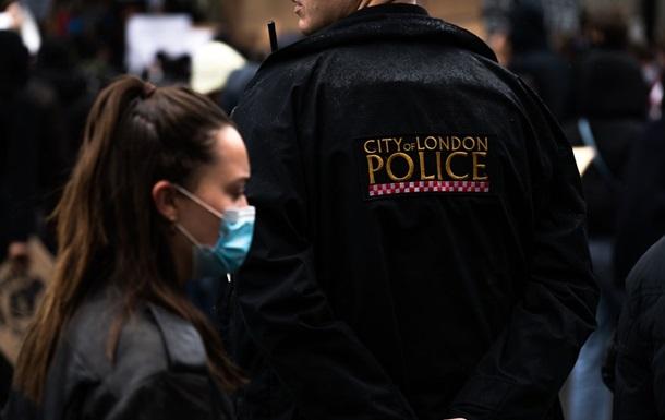 Поліція Британії має намір вриватися в будинки громадян на Різдво