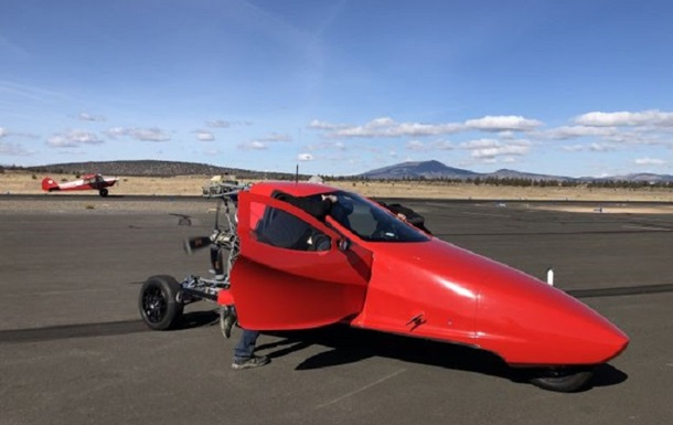 Творці літаючого мотоцикла говорять про швидкий успіх проекту
