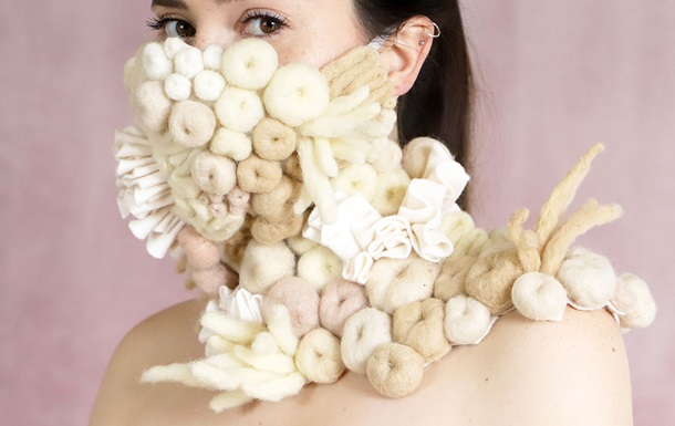 От листвы до кораллового рифа - самые причудливые маски на время пандемии