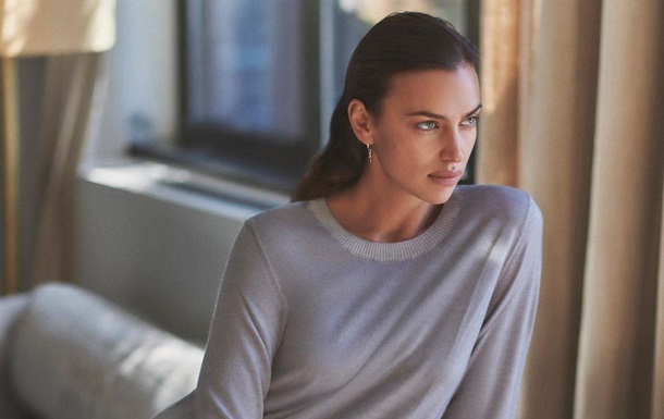 Ирину Шейк сняли в дождливом Нью-Йорке в резиновых сапогах от Chanel: фото