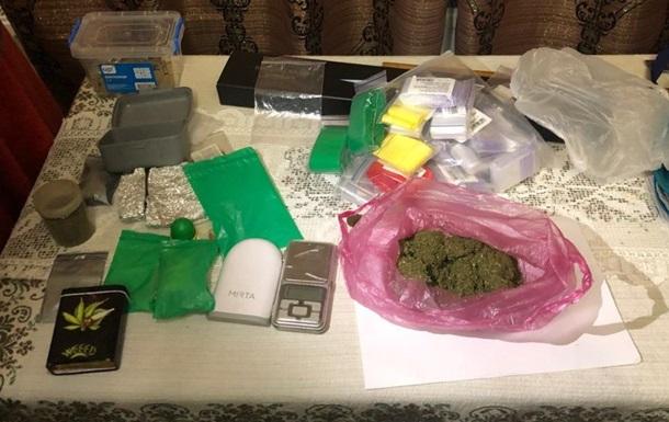 На Буковині поліцейський організував наркоторгівлю