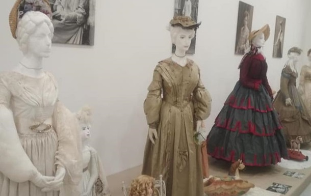 Музей моди  Марини Іванової   продовжує дивувати своїми раритетами