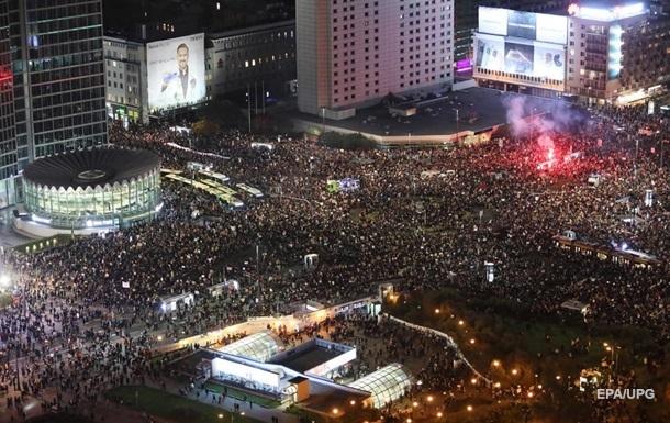 В Варшаве против запрета абортов протестовало около 100 тысяч человек