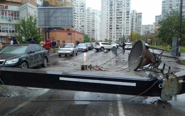 В Киеве упал строительный кран