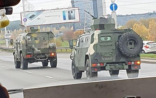 У Мінську помітили всюдиходи з кулеметами