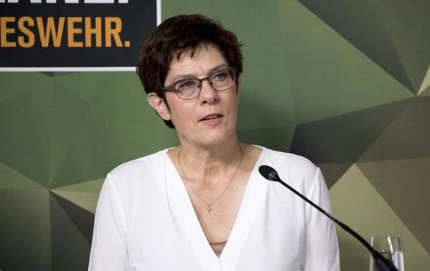 COVID-19: міністерка оборони ФРН пішла на карантин