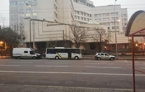 У Києві взяли під охорону будівлю КСУ