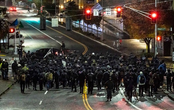 В США начались протесты против результатов выборов