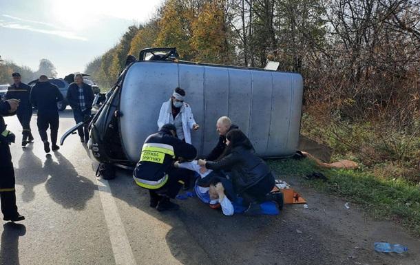 В Ровенской области перевернулось авто медиков, ехавших с ДТП