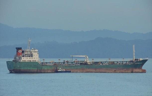 Возле африканского побережья напали на танкер с украинскими моряками