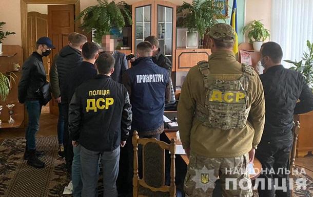 На Львівщині голова району зажадав хабар дизпаливом