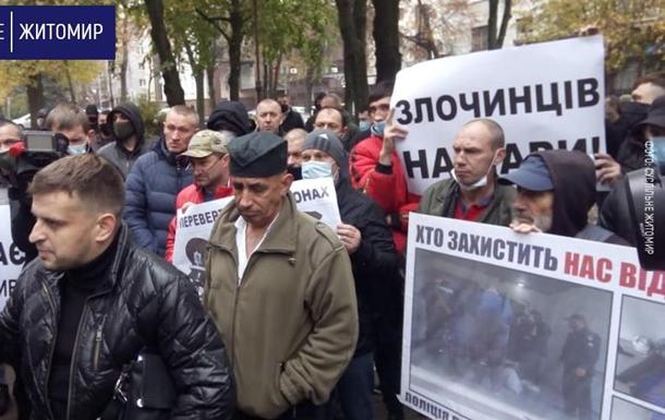 В Житомире пикетируют полицию из-за избиения водителя