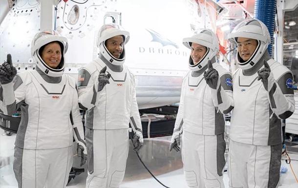 NASA пропонує всім охочим паспорт астронавта