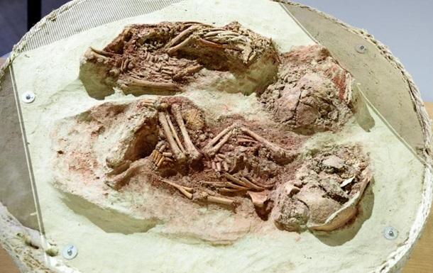 Ученые обнаружили останки древнейших близнецов