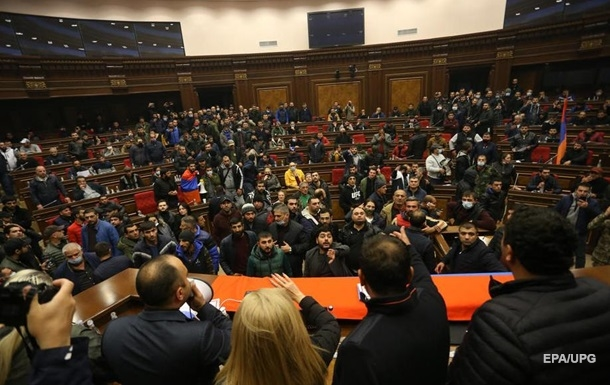 Оппозиция Армении намерена аннулировать соглашение по Карабаху