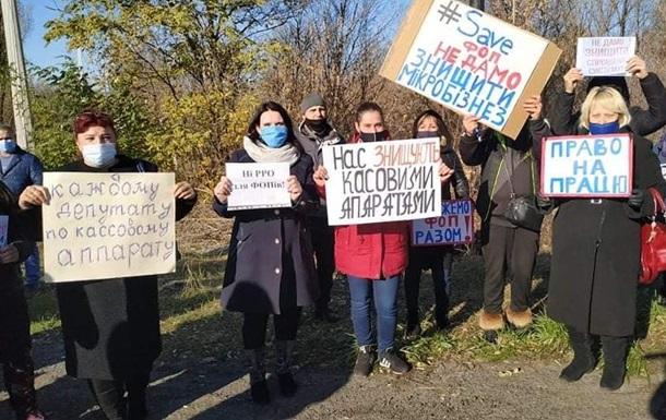На Донбассе предприниматели перекрыли трассу