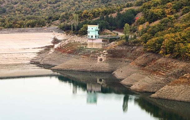 Під Алуштою пересихає водосховище. Фоторепортаж