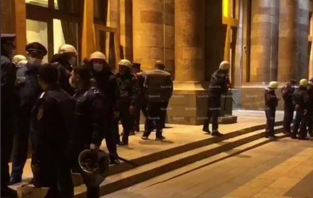В Армении возобновились протесты из-за соглашения по Карабаху