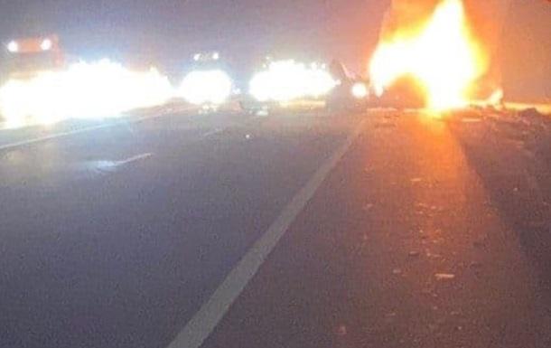 На Одеській трасі зіткнулися два автомобілі і загорілися, двоє загиблих
