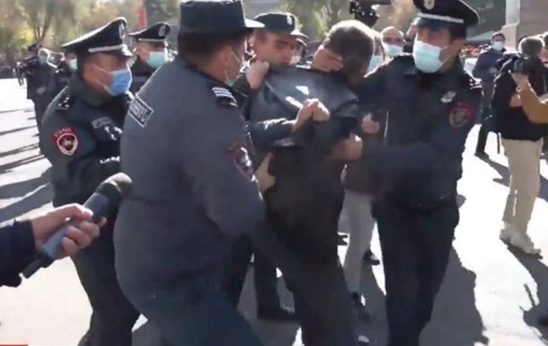В Єревані затримують опозиціонерів, які протестують