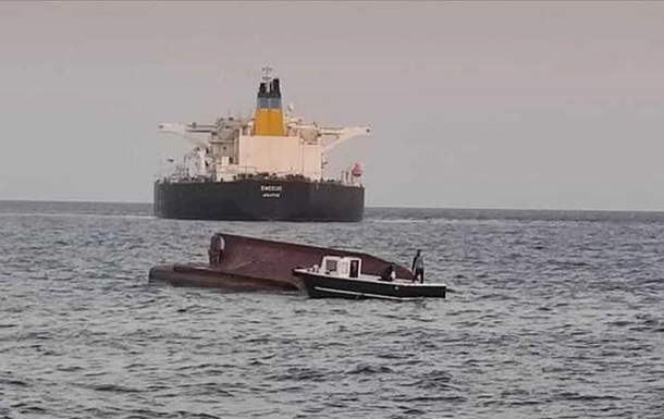 У берегов Турции танкер протаранил рыбацкое судно