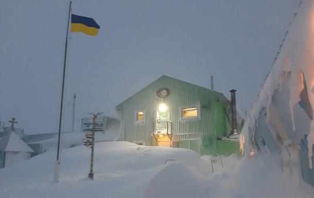 Украинскую антарктическую станцию замело снегом