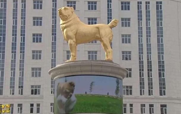 В Туркмении установили золотой памятник алабаю