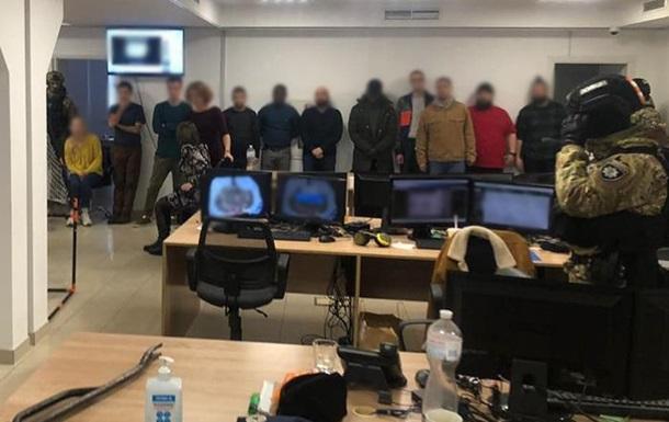 У Києві ліквідували роботу call-центрів, які обдурювали громадян ЄС