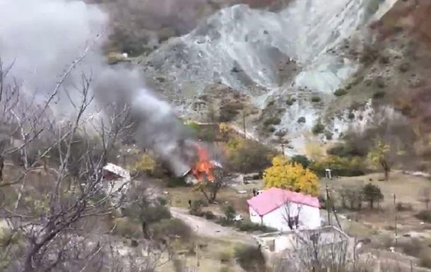 Жителі Нагірного Карабаху спалили свої будинки