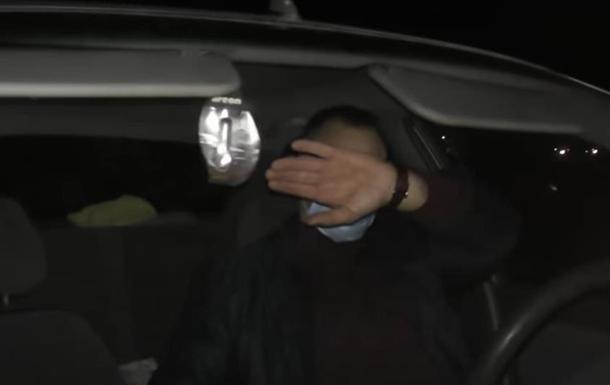 На Полтавщині поліцейський намагався зламати камеру журналіста