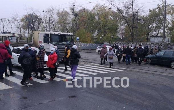 У Києві перекрили вулицю через карантин вихідного дня