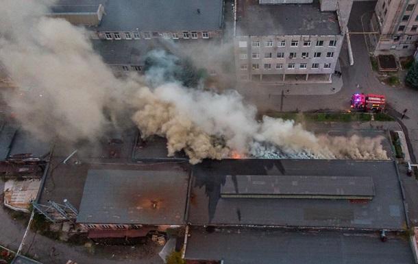 В Днепре вспыхнул масштабный пожар на агрегатном заводе