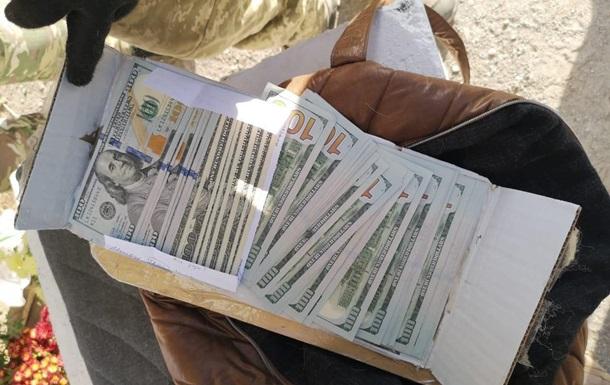 Жінка використовувала собаку для перенесення валюти в  ДНР