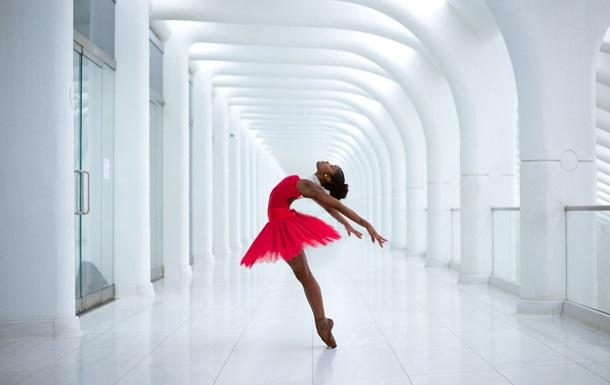 Обнаженная и беременная балерина появилась на обложке Vogue