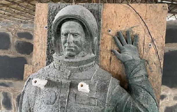 У Житомирській області створили пам ятник Леоніду Каденюку