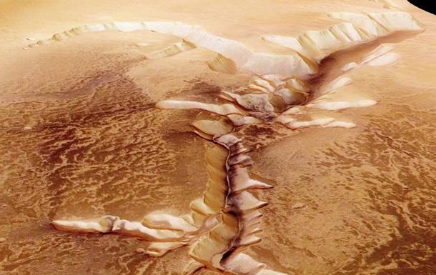 Вчені назвали можливу причину зникнення води на Марсі