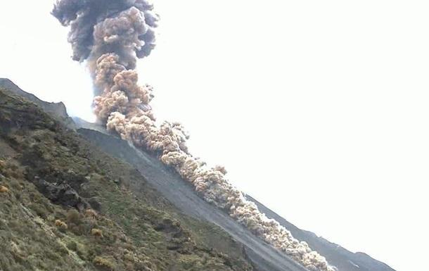 Возле Сицилии активизировался вулкан