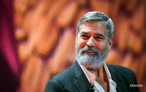 Джордж Клуні роздав друзям $14 мільйонів